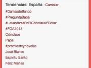 #DamasdeBanco alcanzaba en la mañana del lunes el primer puesto de los Trending Topic (TT) de España en la red social Twitter. Ocurría gracias a la coordinación de medios alternativos con activistas en twitter de España, Cuba y Venezuela principalmente, quienes ya elevaron a TT el hashtag #YoaniYcia el pasado 8 de marzo, irrumpiendo en el evento iRedes donde en ese momento intervenía Yoani Sánchez, quien realiza una gira por doce países.