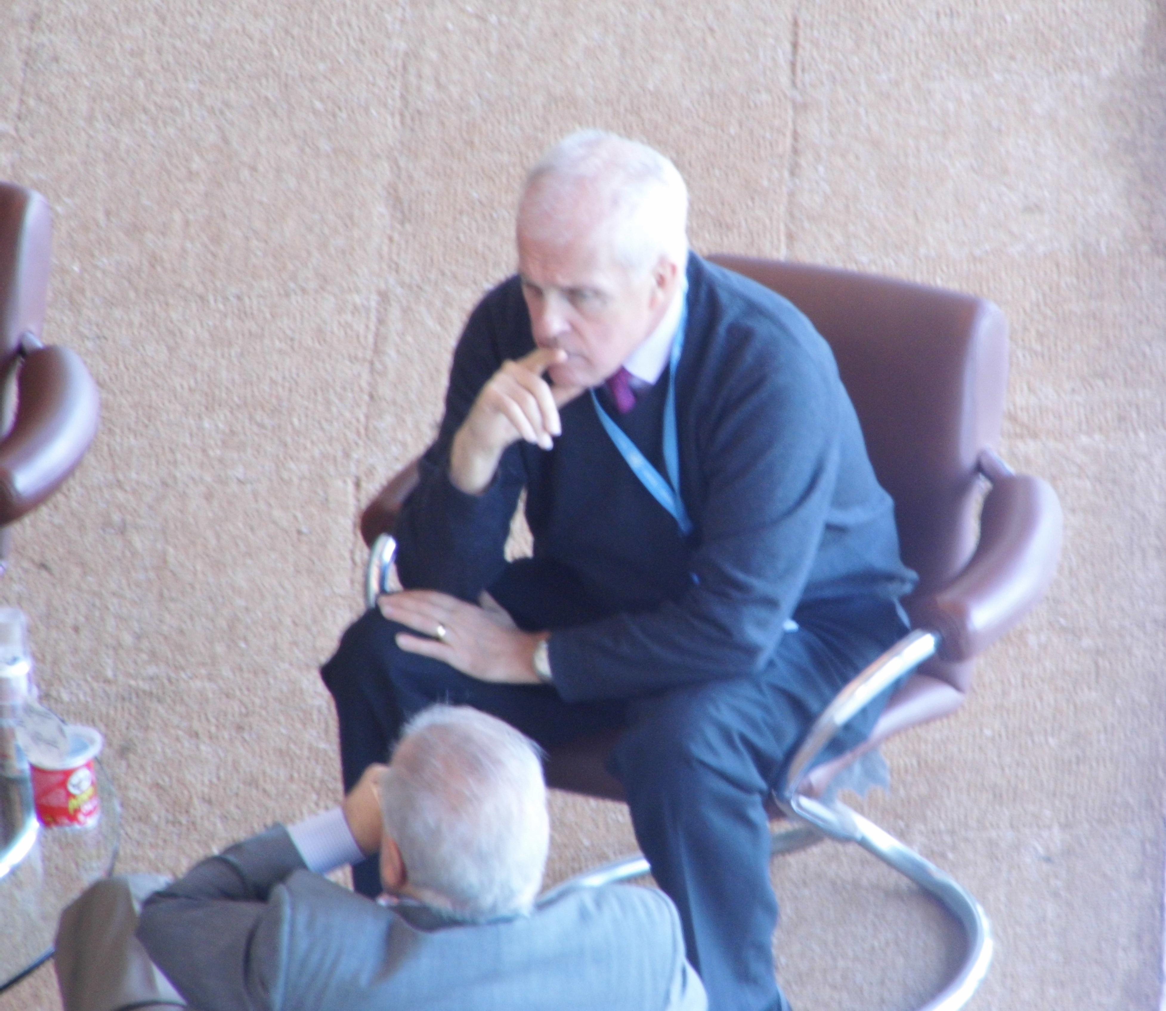 Michael Parmly y Elizardo Sánchez en el Palacio de las Naciones en Ginebra. ¿El cubano estaba recibiendo instrucciones?