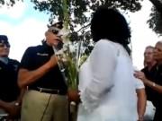 Acto en Miami de las Damas de Blanco, junto a veteranos de la invasión de Playa Girón y paramilitares de Alpha 66,  grupo terrorista con decenas de muertos a sus espaldas mediante atentados en Cuba.