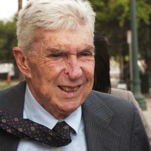 El terrorista confeso Luis Posada Carriles, vive libre en Miami.