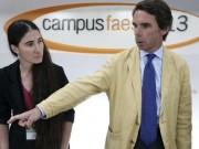 !Siéntate y calla!, con un solo gesto el expresidente Aznar, demuestra cuál es la actitud de la bloguera Yoani Sánchez ante sus auspiciadores. Foto: EFE