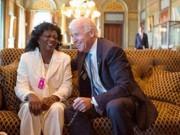 Encuentro de Berta Soler con el segundo hombre del gobierno que subvenciona con 20 millones de dólares a la oposición en Cuba de la que también las Damas de Blanco forman parte. Foto: Cambios en Cuba